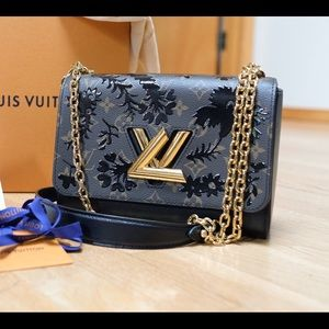 Louis Vuitton Blossom Twist MM